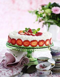 Fyldet i lagkager kan du variere i det uendelige. Kig med her, og få inspiration til sommerens lagkager. Birthday Celebration, Strawberry, Sweets, Cookies, Baking, Fruit, Cake, Recipes, Weddings