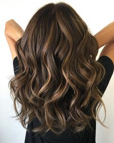 Wavy chocolate balayage hair dyed hair, brunette hair highlights, baylage o Brunette Hair With Highlights, Dark Brunette, Brunette Low Lights, Low Lights For Brunettes, Brown Highlights On Black Hair, Hair Color Brown, Brunette With Lowlights, Balayage Hair Brunette Long, Honey Highlights