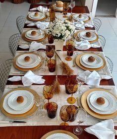Meus AMORES como estava com convidados e fazendo o menu não dei conta de postar tudo sobre a mesa do almoço... então agora vai!!!! Porque tudo foi maravilhosamente lindo e Delicioso!!! #mesasdobrasil_brancoedourado #mesalinda #mesaposta #glam #my #meseirasassumidas #decor #home #decoration #decoracao #chill #cozy #beaultiful #beauty #instagood #photooftheday #details #design#vinho #drinks #receita #receberbem #instafit #delicius #tablesetting #table #amotudoisso #family #amor #fe by…