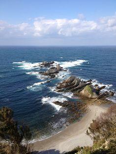 La playa de Gueirúa está en el pueblo de Santa Marina, en #Cudillero, #Asturias Santa Marina, Celtic Nations, Asturias Spain, The Sun Also Rises, Paraiso Natural, Basque Country, Pamplona, Scenery, Ocean