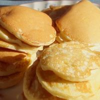 My first memories of scotch pancakes, was rolling up at the holiday caravan (after a 10 hour drive) on the Ardnamurchan peninsula and the farmer's wife taking Drop Scones Recipes, Breakfast Recipes, Snack Recipes, Dessert Recipes, Cooking Recipes, Snacks, Pancake Recipes, Breakfast Time, Breakfast Ideas
