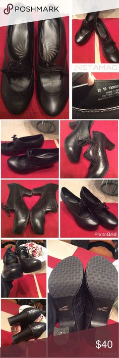 Dansko Rory Rio Collection 2010 What a beautiful Clog. I did a bit of research on these. From what I read these are amazing. I wish they were my size cause I would so love to keep them. Great classic black color. Wooden heel. No box. Size 39. Didn't notice an major issues. See last pic for toe & heel close ups, notice the toe.. weird stitch maybe?  Do not look like they were worn much. Dansko Shoes Mules & Clogs