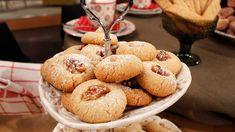 Goda möra och lättgjorda kakor som innehåller både valnötter och hasselnötter. Nötterna rostas först för att kakorna ska få extra god smak. Muffin, Breakfast, Food, Ska, Morning Coffee, Essen, Muffins, Meals, Cupcakes