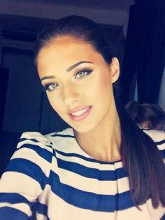 So beautiful makeUp and eyebrows!