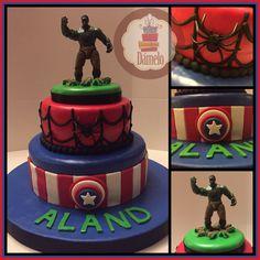 Avengers!!! Torta de 2 pisos, sabor chocolate rellena con fudge, forrada con masa fondant, decorada con la misma masa y muñeco original de Hulk. #tortaavengers