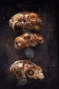 Quick Rustic Canapes, Caramelized Onions, Gorgonzola and Walnut Crostini from 'One Good Dish' Tapas, Great Recipes, Favorite Recipes, Food Photography Tips, Art Photography, Best Dishes, Savoury Dishes, Caramelized Onions, Fun To Be One