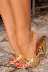"""Résultat de recherche d'images pour """"nylon feet wooden mule"""""""