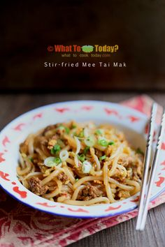 This delicious stir-fried round and short shape rice noodles or known as mee tai mak is popular in Singapore and Malaysia