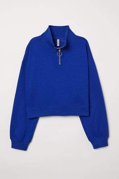 Short top in sweatshirt fabric with a high, ribbed stand-up collar with a zip at the front. Dropped shoulders, long sleeves and ribbing at the cuffs and hem Teenage Outfits, Teen Fashion Outfits, Casual Outfits, Cute Outfits, Trendy Hoodies, Collared Sweatshirt, Winter Outfits, Sweatshirts, Clothes