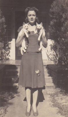 Woman with a set of matching cats, 1940's