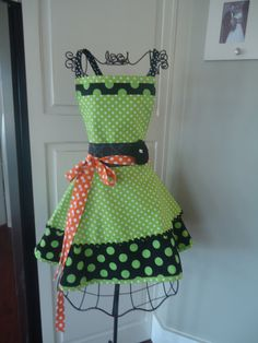 retro halloween apron! This is motivation to cook!