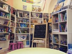 """""""Fulmini e saette"""" in piazza Cavallotti 24r è una libreria specializzata in letteratura per l'infanzia, l'unica a Savona interamente dedicata ai piccoli lettori. Li abbiamo intervistati per farci r…"""