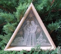 Nativity scene No. 10997t     Light frame with glass, green canvas background. Dimensions: 26 x 22 cm Selection possibilities: Light frame/cinnamon frame with glass, background canvas: green, brown, terracotta. Price: € 83 ............................  Protected by copyright!