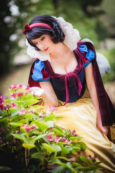 Character: Snow White / From: Walt Disney Animation Studios 'Snow White' / Cosplayer: Riki 'Riddle' LeCotey (aka Riddle's Messy Wardrobe, aka Riddle1) / Photo: Andy K. Photography