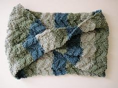 Cornflower Blue: free knitting pattern :: tide pool scarf ~ I think I could do this! Gotta get some yarn this week! Knit Cowl, Knitted Shawls, Cable Cowl, Knit Scarves, Knitting Yarn, Free Knitting, Knitting Projects, Crochet Projects, Knitting Patterns