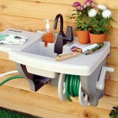 Outdoor sink..no plumbing ...kind of Awesome! Rubbermaid is a genius