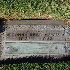 Donna Reed (Westwood Memorial Park) Cemetery Monuments, Cemetery Art, Old Cemeteries, Graveyards, Titanic Artifacts, Memorial Markers, Famous Tombstones, Cemetery Decorations, Donna Reed