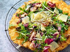 Ricette Doc Fleck: perdere peso facilmente con i piatti giusti - Ricette Doc Fleck: frittata con radicchio, rucola e parmigiano Informations About Doc Fleck Rezepte: - Doc Fleck, Omelette, Vegetable Pizza, Clean Eating, Low Carb, Curry, Lose Weight, Food And Drink, Dishes