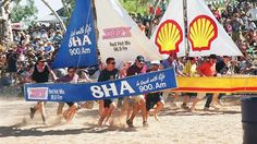 Henley on Todd Regatta- a boat race with no water! Alice Springs, Community Events, Flora And Fauna, Australia Travel, Art Market, Making Out, Racing, Boat, Country