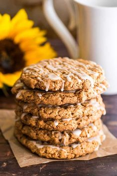 This Small-batch Oatmeal Cookies recipe makes six big and beautiful cookies, perfectly sweet and spicy, packed with cinnamon and bit of nutmeg and drizzled with vanilla icing. Quaker Oatmeal Cookie Recipe, Small Batch Cookie Recipe, Small Batch Baking, Oatmeal Cookie Recipes, Easy Cookie Recipes, Oatmeal Cookies, Oatmeal Bars, Easy Recipes, Easy Meals