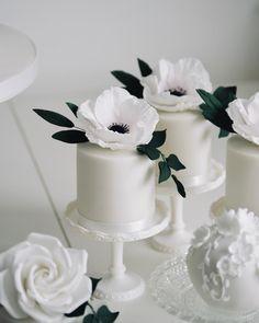 White Flower Mini Cakes