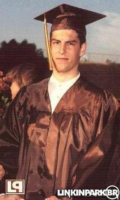 Rob Bourdon at Graduation Brad Delson, Rob Bourdon, Blind Love, Linkin Park Chester, Mike Shinoda, Chester Bennington, Hot Guys, Hot Men, Lp