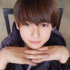 """インスタで話題のハーフ美少年""""翔""""、テレビ初出演が決定 プライベートから仕事まで素顔明らかに Cute Teenage Boys, Kids Boys, Cute Boys, Cute Babies, Asian Kids, Asian Babies, Kid Boy Haircuts, Brown Eyes Black Hair, Beauty Of Boys"""