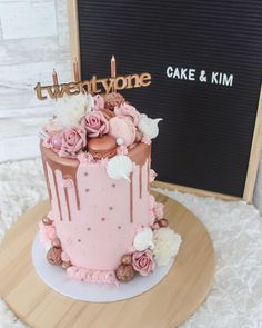 Happy Friday instafam 💕 Have a great weekend! 50th Birthday Cake For Women, Birthday Cupcakes For Women, 40th Cake, Beautiful Birthday Cakes, 21st Birthday Cakes, Gold Birthday Cake, 24th Birthday, Birthday Ideas, Happy Friday
