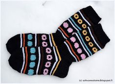 Neuleblogi Knit Crochet, Socks, Knitting Ideas, Diy Stuff, Sewing, Crocheting, Knit Socks, Stockings, Cast On Knitting