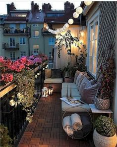 Beste kleine Wohnung Balkon Deko-Ideen, You are in the right place about balcony decoration … Small Patio Spaces, Small Balcony Design, Small Balcony Garden, Small Balcony Decor, Small Terrace, Balcony Ideas, Balcony Gardening, Patio Ideas, Garden Ideas
