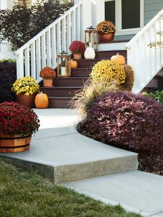 The right landscaping can change the entire look of your home's exterior.  #lowes #fall #frontporch