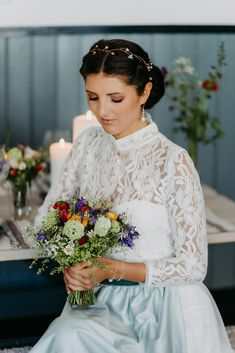 Rustic Chic: Inspirationen für eine modern-rustikale Hochzeit Girls Dresses, Flower Girl Dresses, Trends, Inspiration, Wedding Dresses, Modern, Flowers, Fashion, Rustic Charm