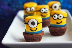 """Minions brownies made with marshmallows .. How awesome are these for a Despicable Me birthday party..   Ps: Steps on how to make these are in my board """"kids parties"""""""