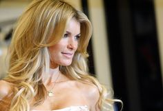 Victoria's Secret model Marisa Miller poses during an appearance at the Victoria's Secret store in New York April 2, 2008. Victoria's Secret announced they will be selling their swimwear collection in stores nationwide. REUTERS/Brendan McDermid (UNITED STATES)