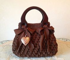 Fascino di Luna Creazioni Handmade – purses and handbags diy Crochet Purse Patterns, Bag Crochet, Crochet Handbags, Crochet Purses, Cute Crochet, Crochet Yarn, Crochet Stitches, Sacs Design, Yarn Bag