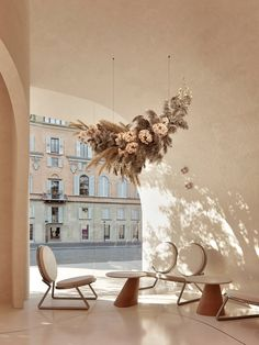Amazing Architecture, Contemporary Architecture, Sweet Cocktails, Restaurant Interior Design, Modern Restaurant, Cafe Bar, Dried Flowers, Table Decorations, Projects