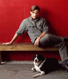 Viggo Mortensen. With a collie. I am love-slain. Take me.