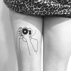 Web Tattoo: Thigh Tattoo: 120 Ideas For You To Think About Your Next Tattoo Movie Tattoos, Line Art Tattoos, Couple Tattoos, Body Art Tattoos, Hand Tattoos, Tattoos For Guys, Tattoos For Women, Photographer Tattoo, Tattoo Photography