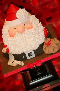 "Santa Cake Tutorial by ""Royal Bakery"" - The Cake Directory - Tutorials Holiday Cakes, Christmas Desserts, All Things Christmas, Christmas Cakes, Xmas Cakes, Christmas Baking, Christmas Goodies, Beautiful Cakes, Amazing Cakes"