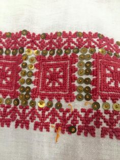 Romanian blouse - ie. Folk Embroidery, Color Crafts, Traditional Outfits, Ethnic, Textiles, Costumes, Detail, Holiday Decor, Folklore