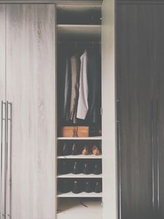 今年の冬にオススメの定番服10アイテムをご紹介します。クローゼットの中の服を最小限に抑えるかわりに、定番の服は少し質のいいものを揃えてもいいでしょう。