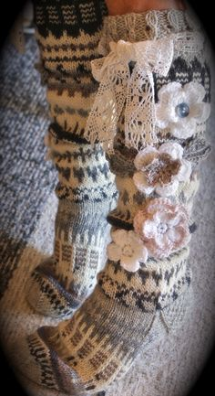 Olga Jeremic Jovanovic added 20 new photos to the album: PLETENJE. Fair Isle Knitting, Loom Knitting, Knitting Socks, Knitting Patterns, Crochet Patterns, Knit Mittens, Crochet Slippers, Love Crochet, Knit Crochet
