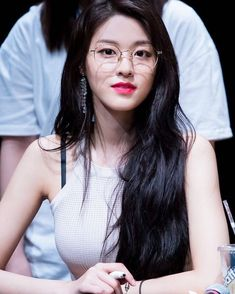 Dedicated to female kpop idols. Kpop Girl Groups, Korean Girl Groups, Kpop Girls, Seolhyun, Korean Beauty, Asian Beauty, Kim Seol Hyun, Jimin, Girls With Glasses