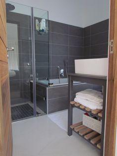My main en-suite grey bathroom.