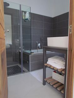 My main en-suite grey bathroom.