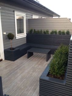 30 Amazing Backyard Seating Ideas 2019 Take a look at these amazing backyard seating ideas. The post 30 Amazing Backyard Seating Ideas 2019 appeared first on Patio Diy. Garden Design Ideas On A Budget, Small Garden Design, Small Garden Decking Ideas On A Budget, Small Back Garden Ideas, Small Garden Garage, House Garden Design, Narrow Garden, Backyard Garden Design, Backyard Seating