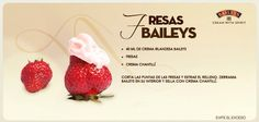 Fresas con Baileys Licor Baileys, Baileys Recipes, Raspberry, Strawberry, Alcoholic Desserts, Food Humor, Relleno, Tasty, Baking