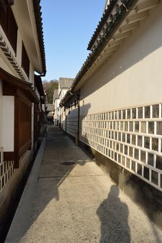 Exterior tiled design on lower half of house-Old cityscape of Kurashiki by Tsuneaki Hiramatsu, via 500px #japan #kurashiki