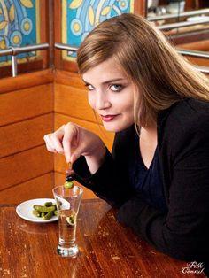 Boucle d'oreilles olives : (argile de polymère) : La Fille du Consul,   Photo et  DA: Laetitia Sauvaget, Sml Roche,   Maquillage : Estelle,   Modèle : Anaïs