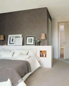 Inspiração para dormitório com cabeceira em painel e criado-mudo como nicho embutido! S2 [Via Pinterest] by composedamari http://discoverdmci.com
